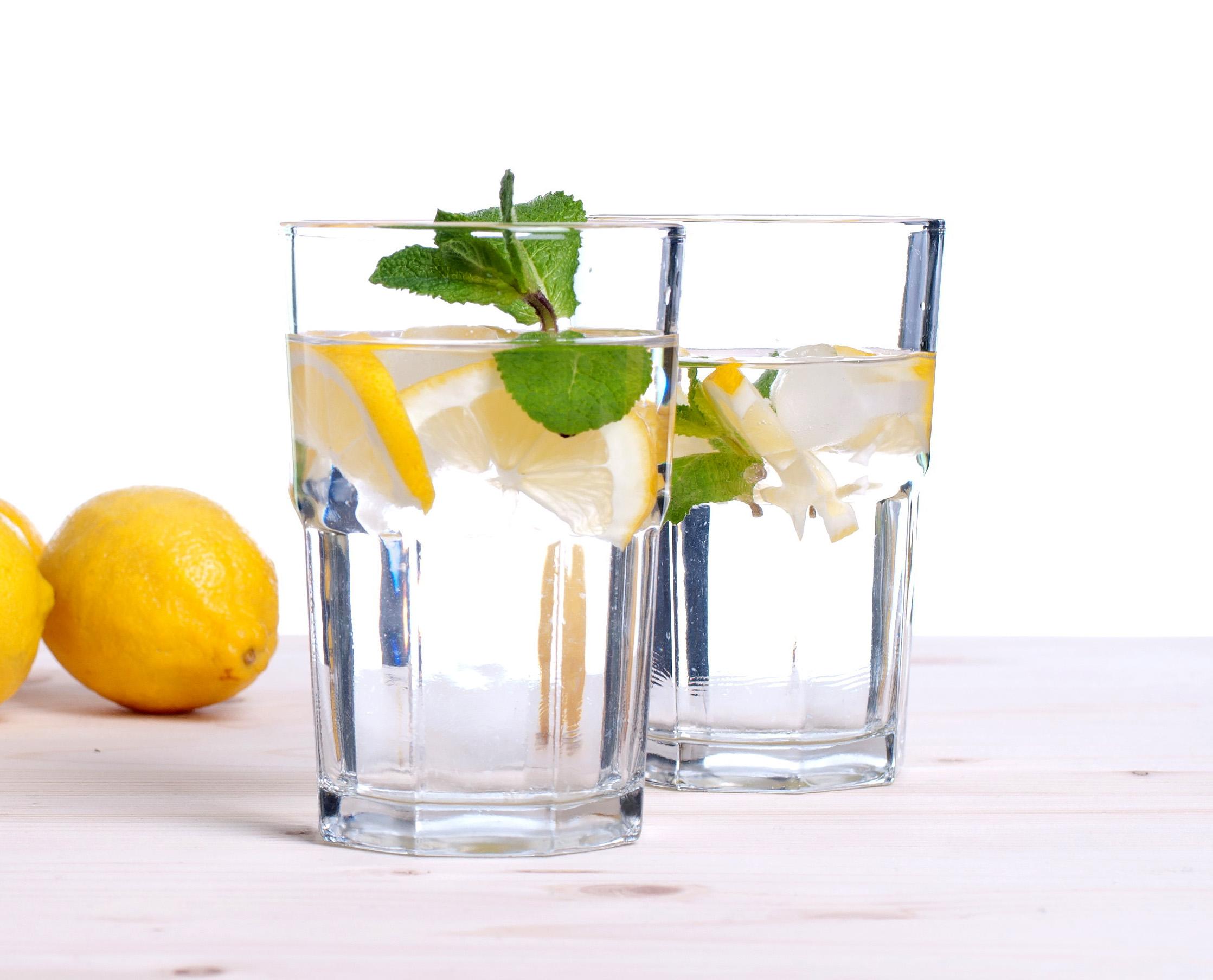 Jak schudnąć pijąc wodę z cytryną